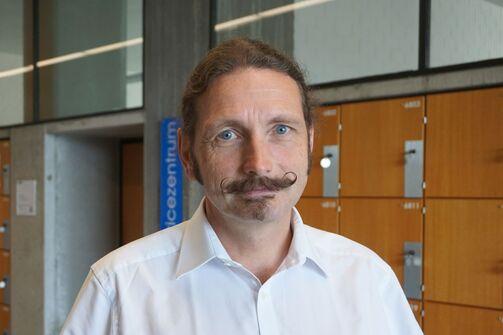 Prof. Large, Uni Stuttgart