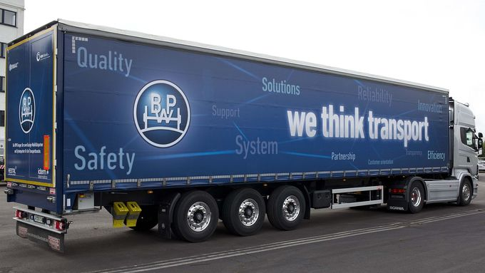 Trailer mit BPW-Slogane: we think transport